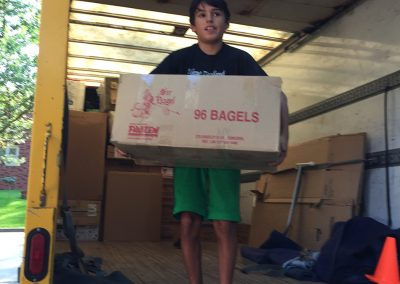 Moving Company Toronto Everybody helps