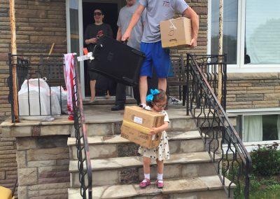 Moving Company Toronto Helping to Move